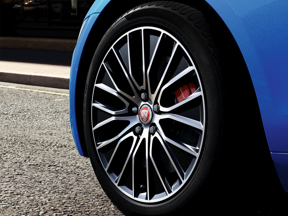 "Alloy Wheel - 18"" Style 1049, 10 split-spoke, Gloss Black Diamond Turned finish"